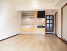 LDK(2)全室フロアタイル上張り済みです。