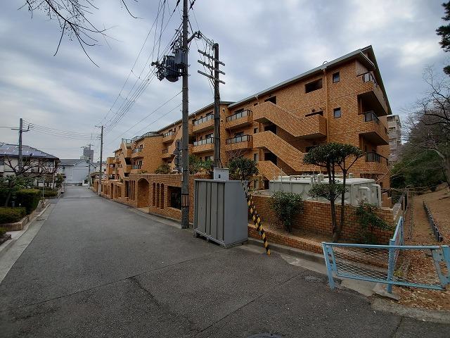 白鷹香枦園第2マンションの外観