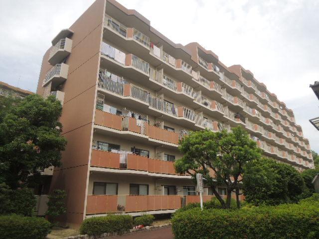 白川高層住宅5号棟の外観