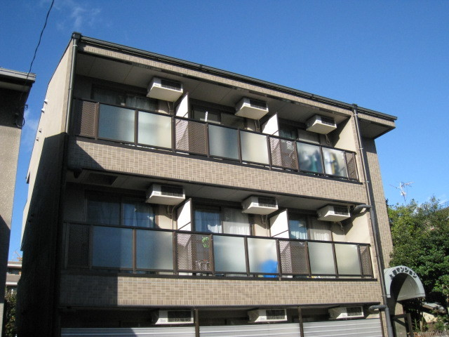 上田マンションの外観