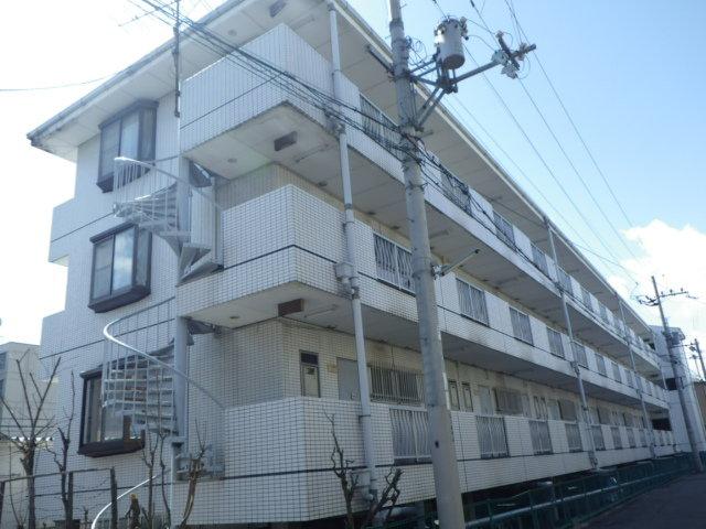 芥川マンションの外観