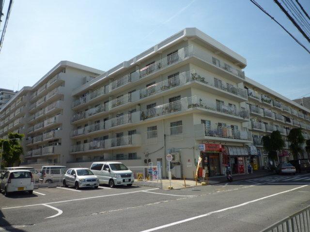 シャルマンコーポ摂津富田の外観