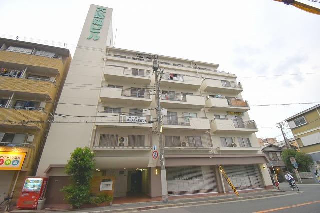 大島紬ビルの外観