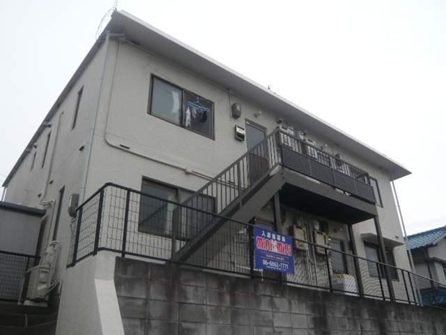亀川ハイツの外観