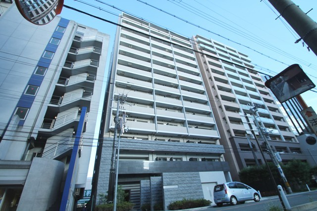 S-RESIDENCE江坂の外観