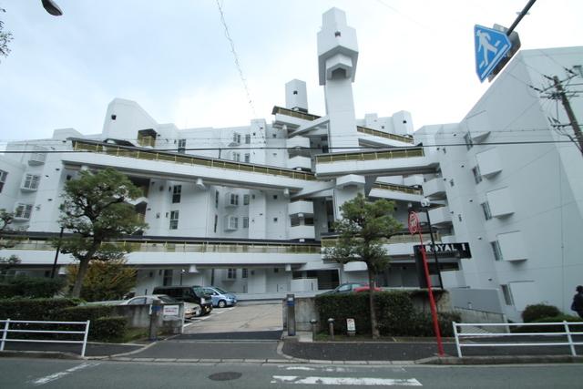 千里山ロイヤルマンション1番街A棟の外観