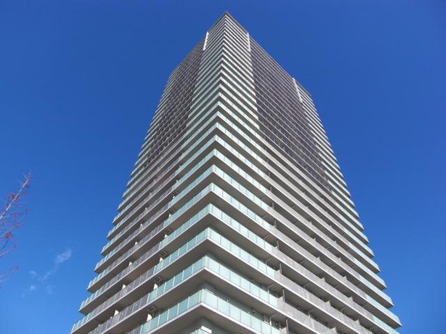 ワコーレ神戸灘タワーの外観