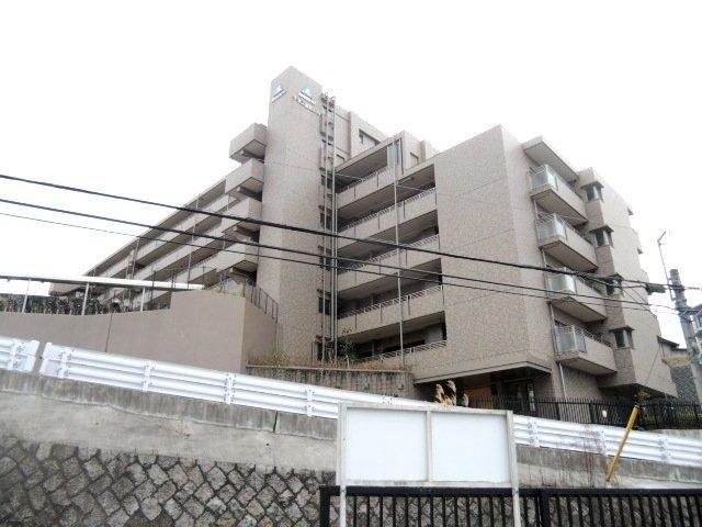 サーパス富雄駅前の外観
