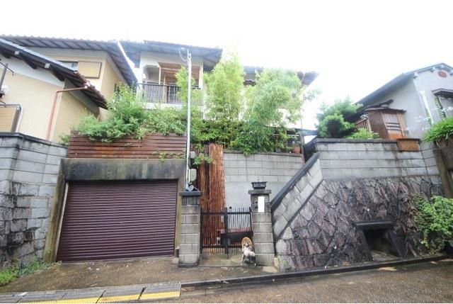 学園朝日元町離れ付き戸建の外観