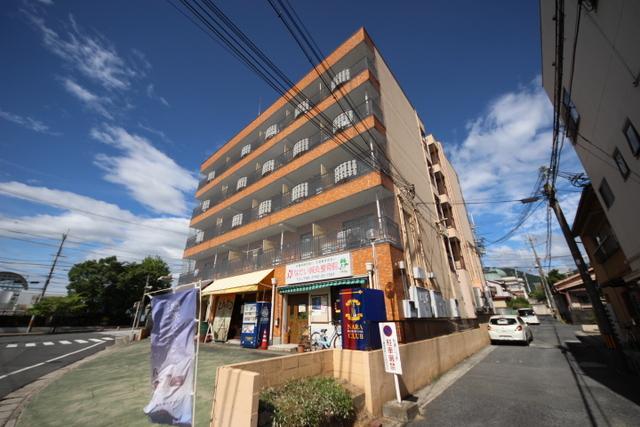 奈良アサカハイツ西棟の外観