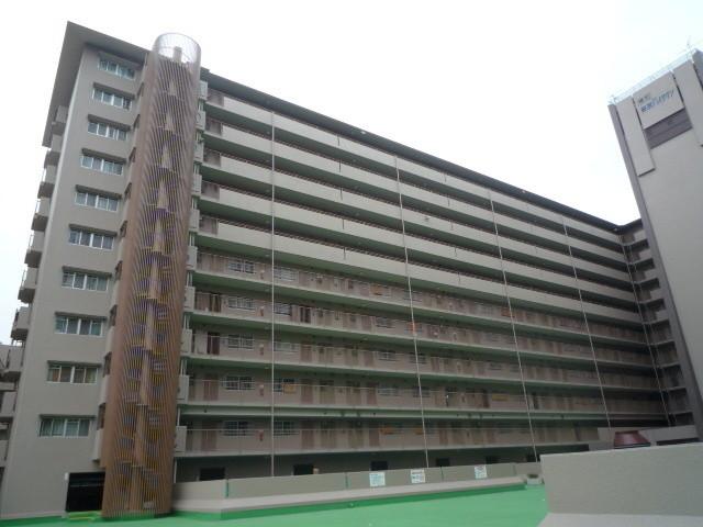 藤和奈良ハイタウンE棟の外観