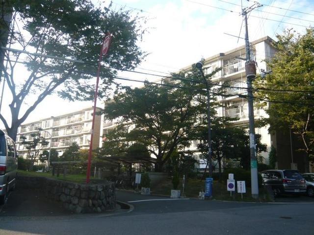 藤阪ハイツA11棟の外観