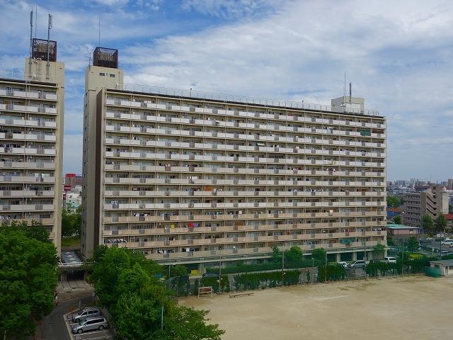 豊成団地 5号棟の外観