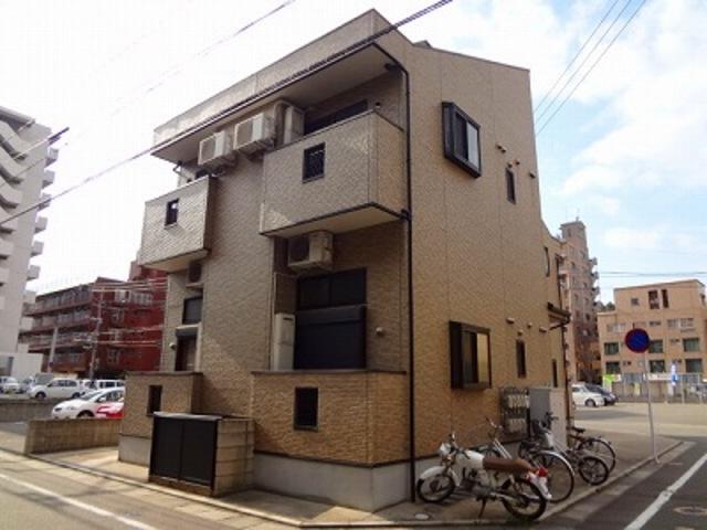 ピュア箱崎東七番館の外観
